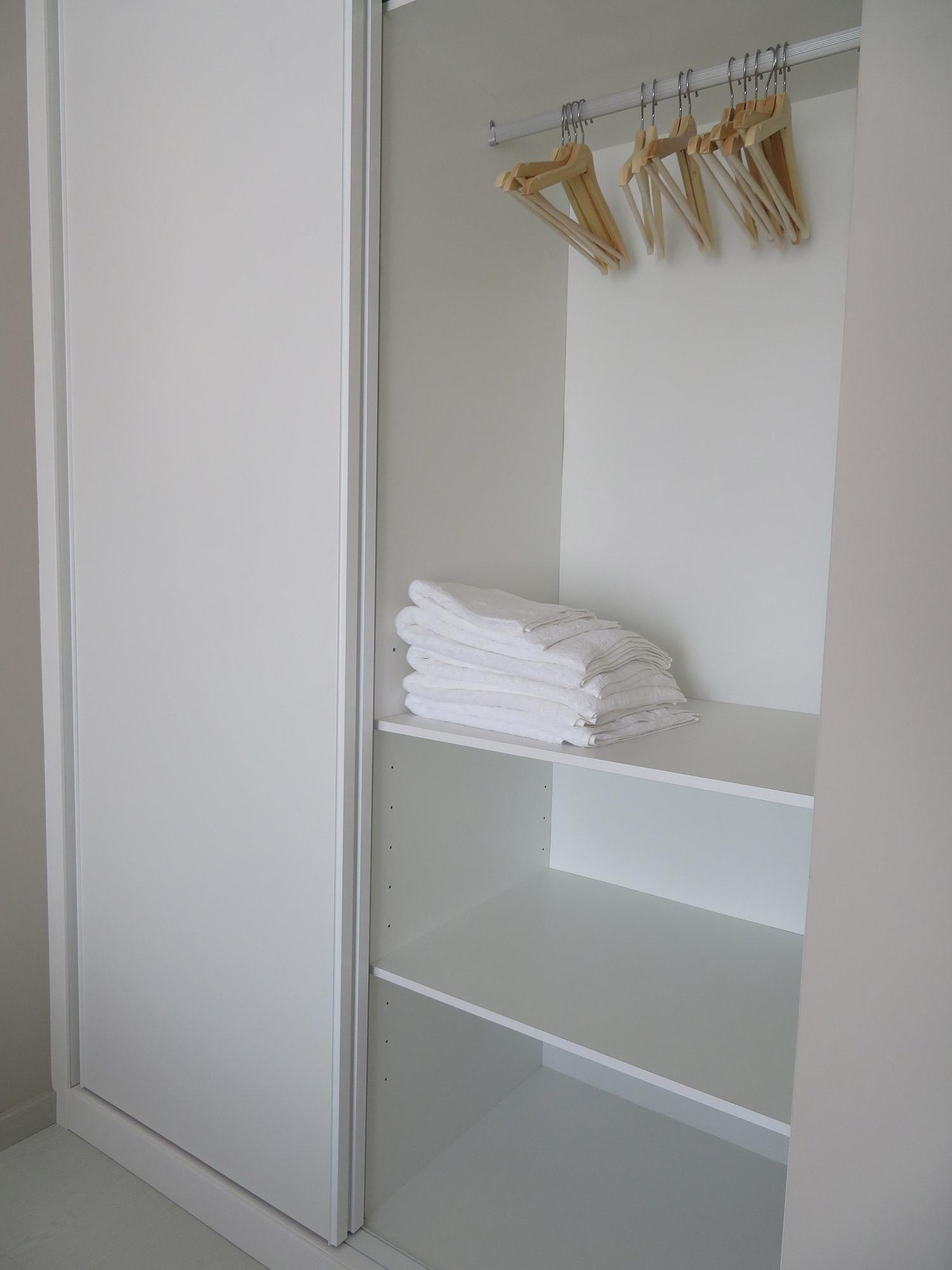 Armario habitación doble apartamento II Alcañiz Flats