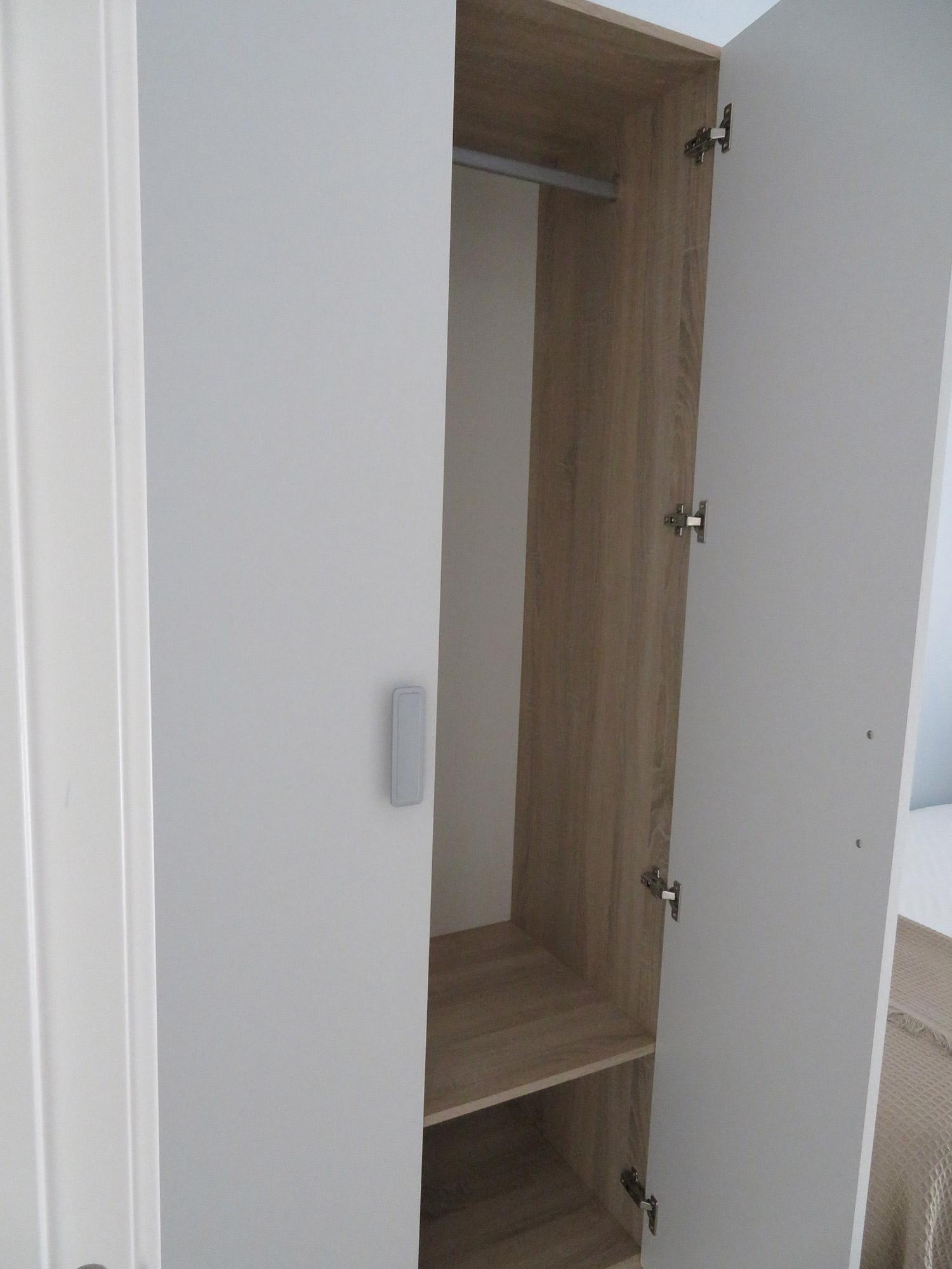 Armario habitación individual apartamento II Alcañiz Flats